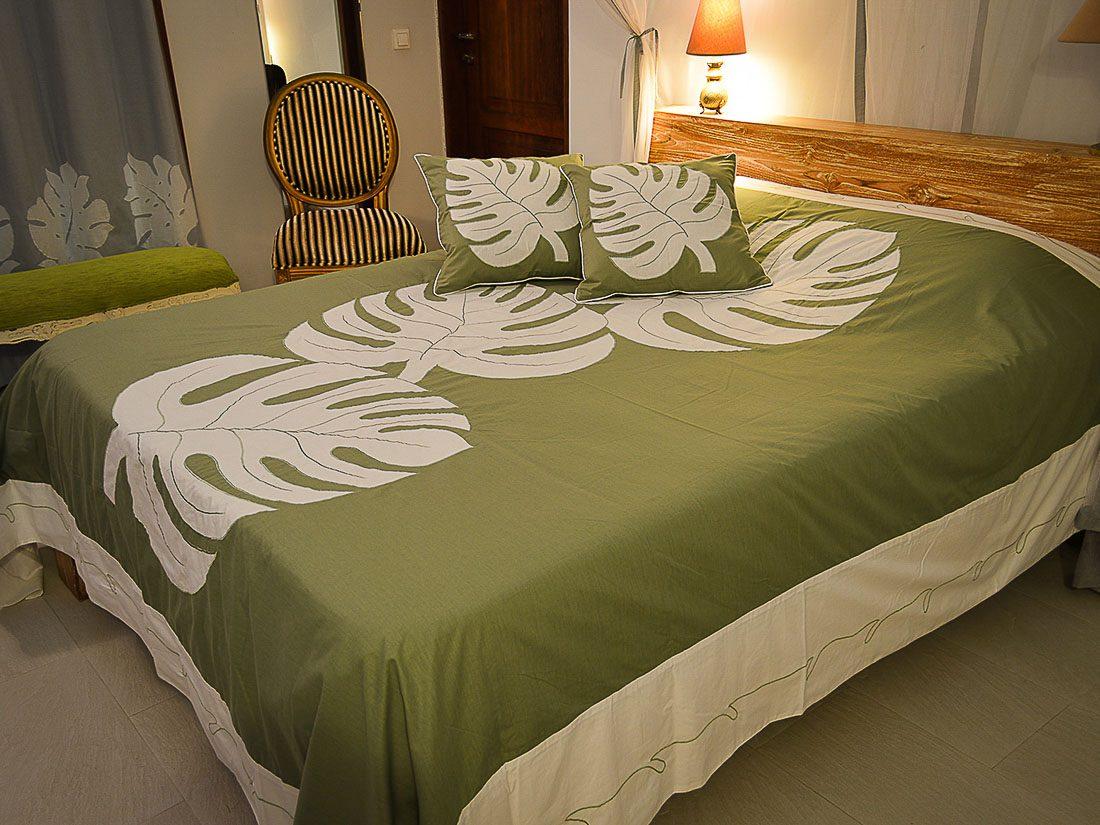 Bed Cover Appliqué Philo Tengah