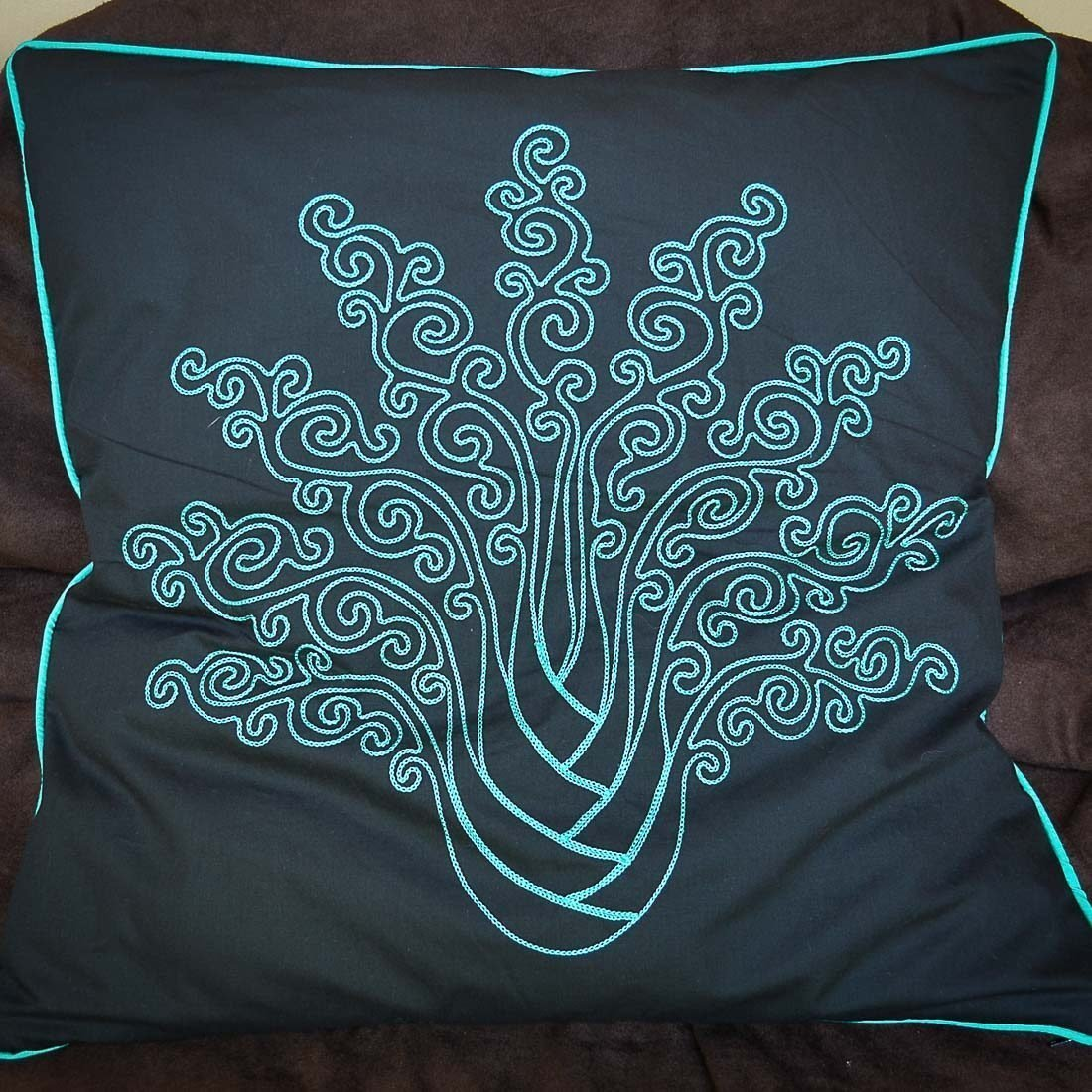 Cushions Chainstitch Moana